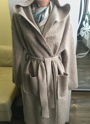 Модное пальто на запах с капюшоном. букле барашек.