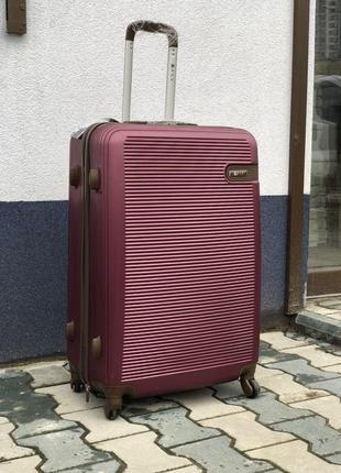 Большой чемодан из пластика бордовый