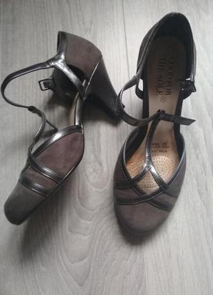 Замшевые босоножки туфли серые с ремешком переплётом