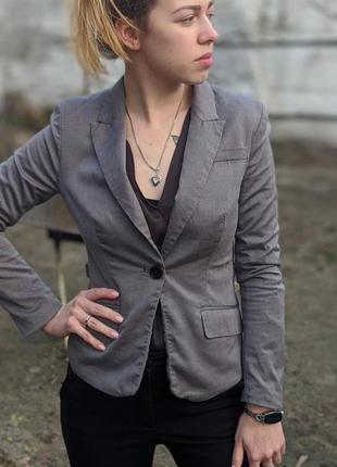 Классический строгий жакет пиджак на пуговице с длинными рукавами