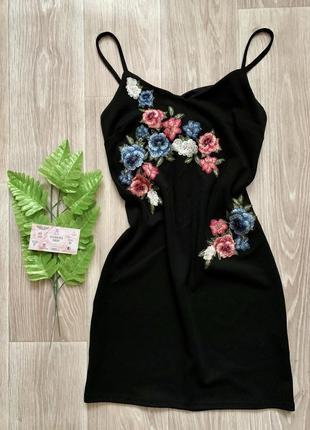 Чёрное платье с розами