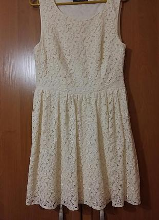 Нарядное гипюровое платье