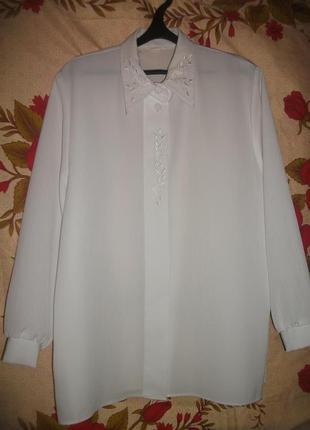 Рубашка белая с длинными рукавами