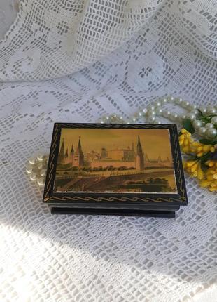 Шкатулка -табакерка федоскино вид московского кремля лаковая миниатюра из папье-маше