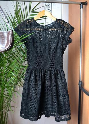 Кружевное женское платье