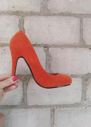 Яркие оранжевые лодочки туфли лодочки