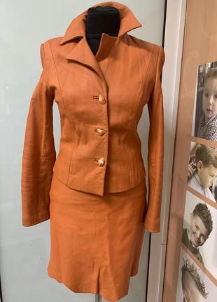Кожаный костюм с юбкой augustina