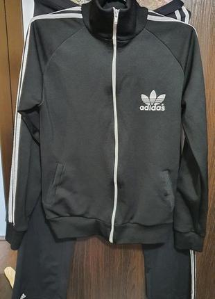 Спрртвна куртка adidas