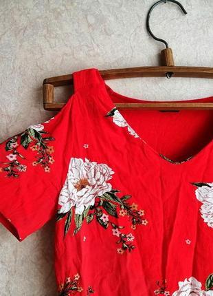 Красная блуза с открытыми плечиками с цветами вискозная яркая лёгкая весенняя летняя