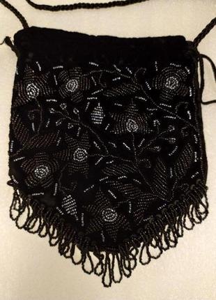 Маленькая бархатная сумочка с бисером.
