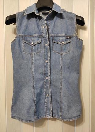 Джинсовая рубашка без рукавов