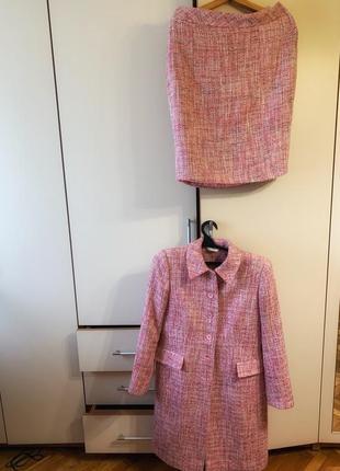 Трендовое пальто с юбкой-карандаш нежно розового цвета