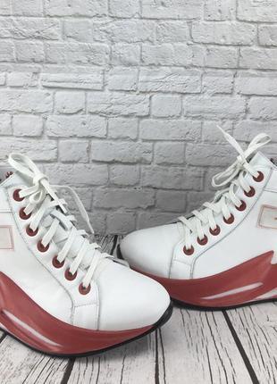 Стильные весенние кроссовки с натуральной кожи
