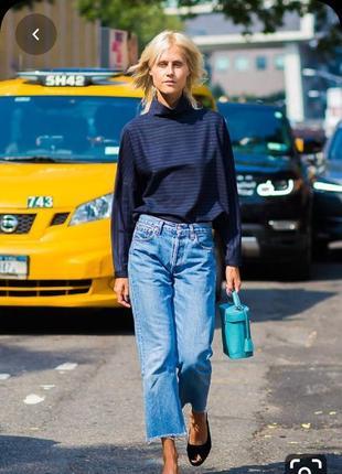Стильные джинсы срелняя посадка  с обрезанным низом от denim