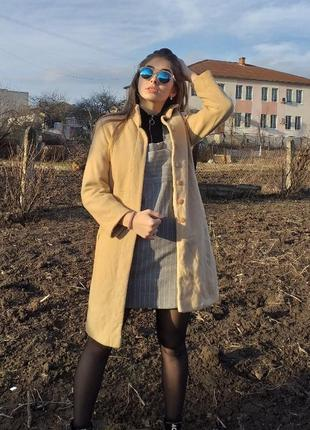 Весняне світле пальто