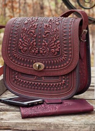 Большая кожаная сумка бордово-коричневая с тиснением орнаментом этно бохо стиль