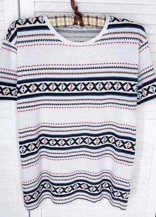 Стильна футболка