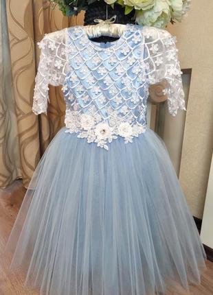 Нежно-голубое детское платье