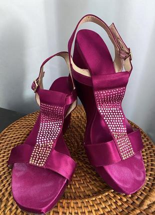 Летние фиолетовые сандали на танкетке от nine west