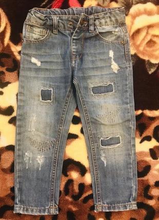 Модные джинсы с потёртостью