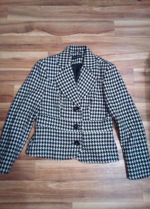 Тёплый пиджак в модный принт, р. 48