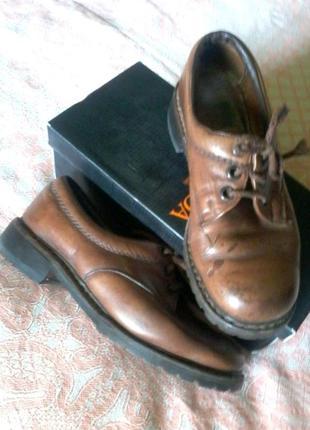 Добротные прошитые кожаные туфли cortina на толстой подошве,стелька 25см.