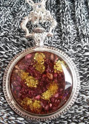 Винтажный кулон с сухоцветами