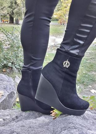 Женские ботинки из натурального замша