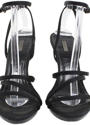 Черные босоножки на высоком каблуке