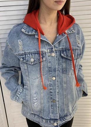 Стильная женская джинсовая куртка с капюшоном