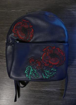Рюкзак с нашивками, с вышивкой мак