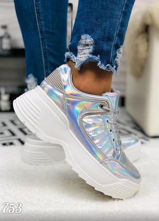 Женские серебряные кроссовки