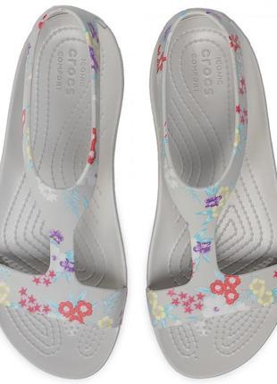 Женские босоножки crocs serena graphic sandal, w8, оригинал