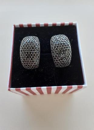 Серьги серебряные с черными фианитами.