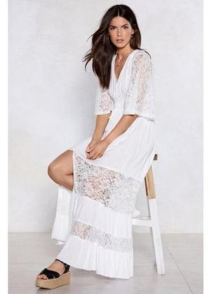 Платье белое длинное с кружевом