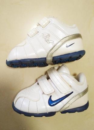 Стильные кроссовки на малыша новые