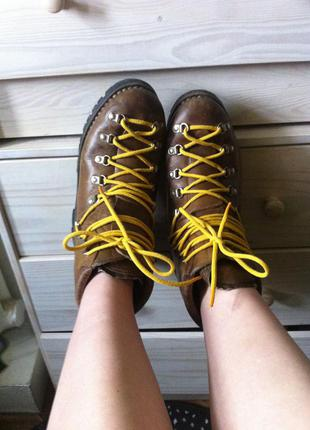 Крутые треккинговые добротные ботинки толстая кожа  италия vibram gaerne