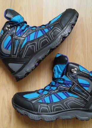 Треккинговые ботинки waterproof