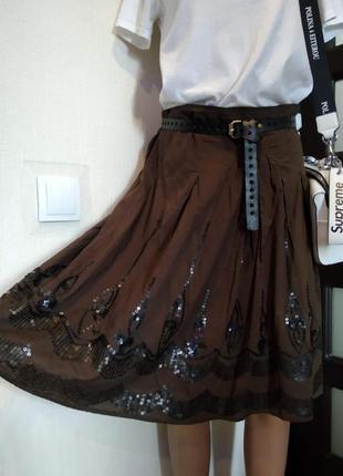 Стильная коричневая юбка трапеция миди с пайетками