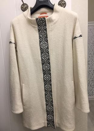 Пальто из валяной шерсти с вышивкой