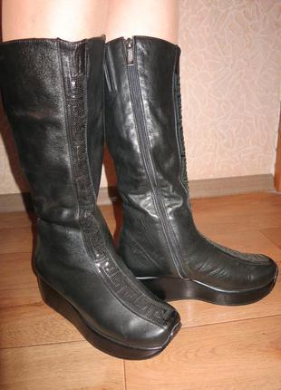Женские зимние кожаные сапоги  foletti