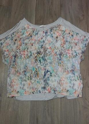 Красивая блуза с абстрактным принтом
