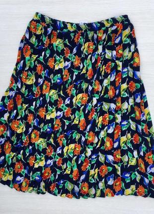 Легкая юбка в складку большого размера