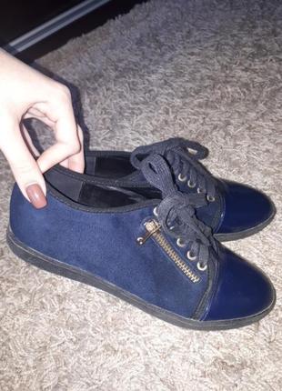 Темно-синие туфельки