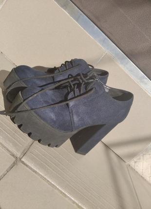 Осенне -весенние ботинки на каблуке