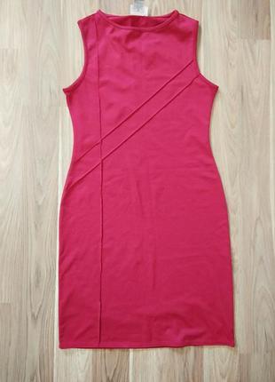 Обтягивающее красное платье