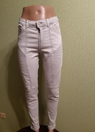 Базовые  брюки джинсы светлые серые
