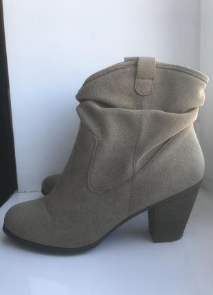 Замшевые ботинки, казаки, ковбойки