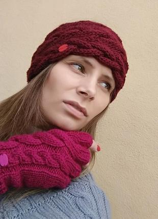 Набор вязанная стильная повязка на голову и модные митенки ручной работы