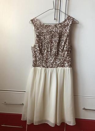Эффектное платье с пайетками